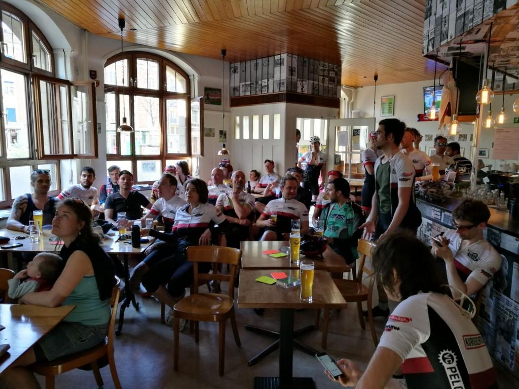 Anschliessend wurde das Didi Offensiv gekapert und bei reichlich Bier der Sieg von Van Avermat gefeiert!